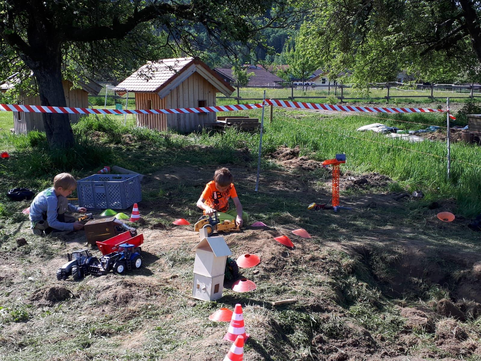 Baustellenspiele am Kerbhaus